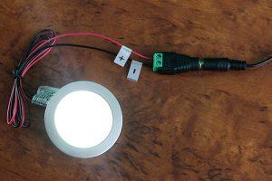 fertig angeschlossene LED Einbauleuchte an ein Steckernetzteil