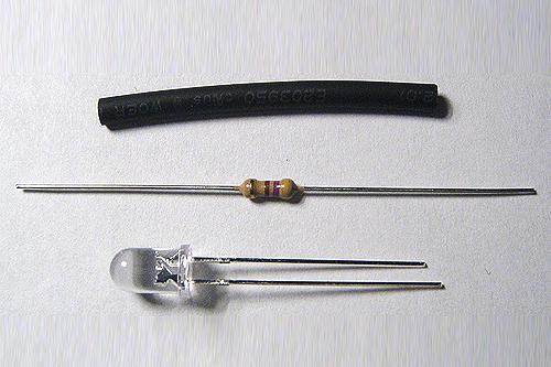 Lieferumfang: LED, 2 cm Schrumpfschlauch und Widerstand