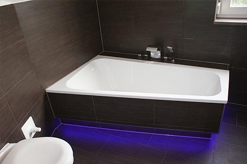 stimmungsvolle RGB Beleuchtung im Badezimmer